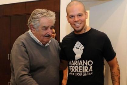 con il cantante portoricano 'El residente' dei Calle 13